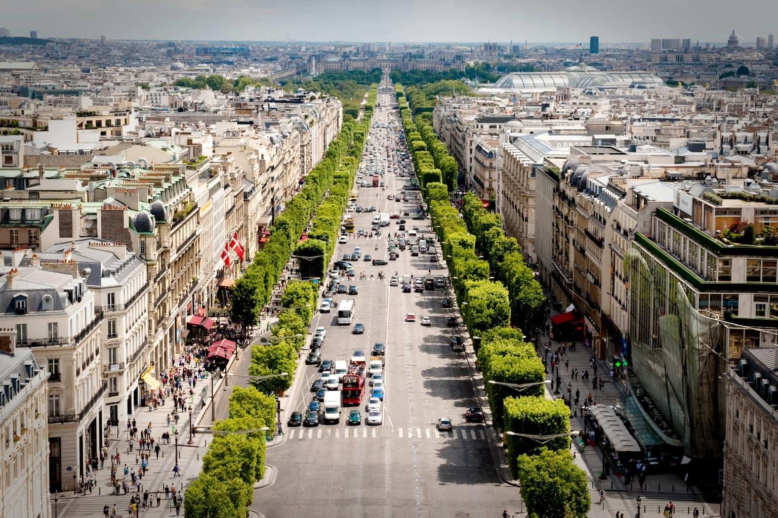 Des Champs-Élysées